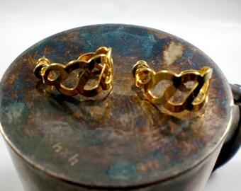 Gold link loop earrings