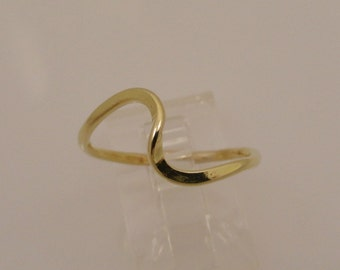 Gold Filled Hammered Wave Ring