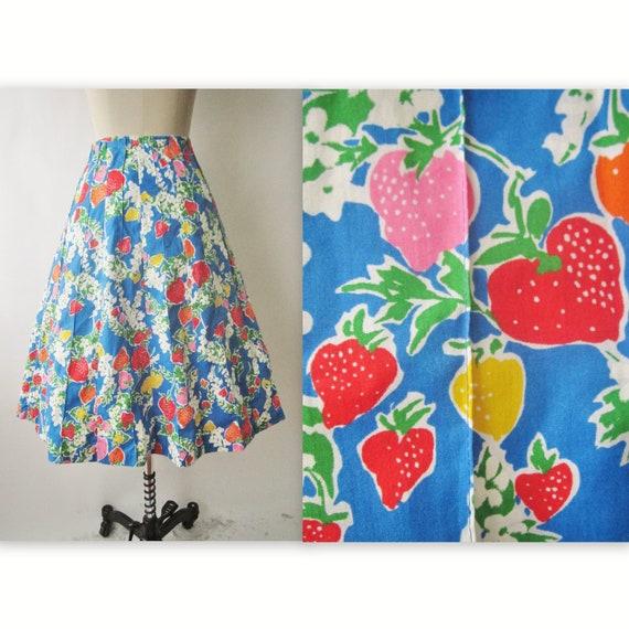 Vintage Novelty Print Skirt // 70's Strawberry Novelty Print Cotton Full Summer Skirt XS S