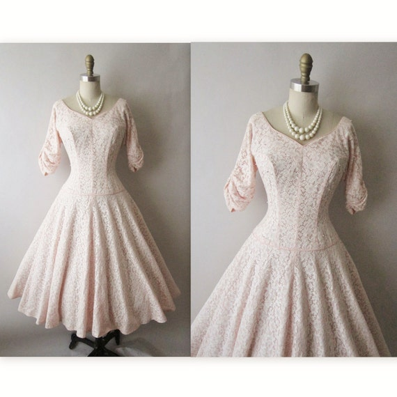 50's Wedding Dress // Vintage 1950's White Lace Pink Pearl Full  Wedding Party Prom Dress S