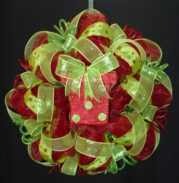 Red Lime Green Christmas Wreath, Poly Mesh, Deco Mesh, Geo Mesh Wreath, Christmas Decor, Wreaths for the Door, Item 515