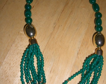 VINTAGE COSTUME JEWELRY   / Beaded green necklace   /  reduced