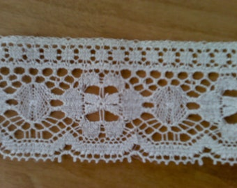Flat Ecru Floral Lace Sewing Trim 5 Yards by 2 1/2  Inches Wide L0466