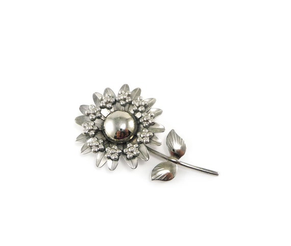 Vintage flower brooch - silver tone daisy pin costume jewelry