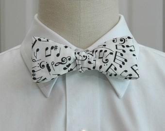 Men's Bow Tie in music notes design (self-tie)