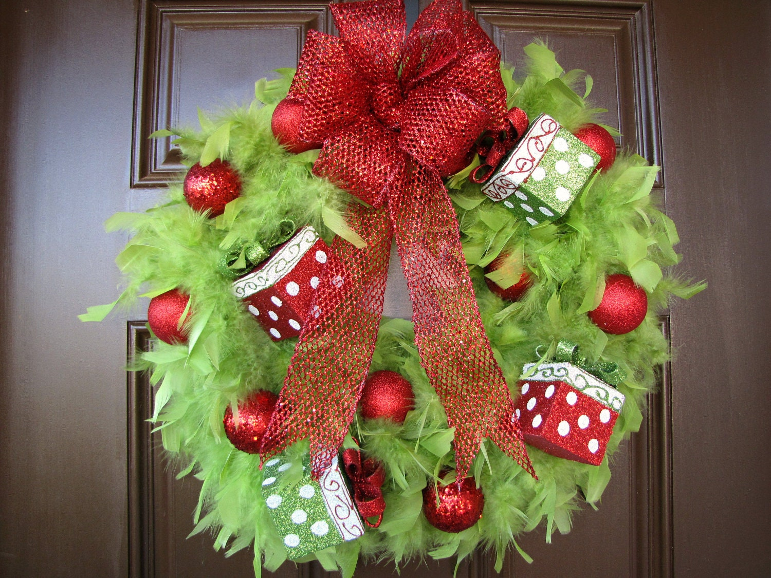 Christmas wreath lime green feather wreath with red for Special xmas decorations