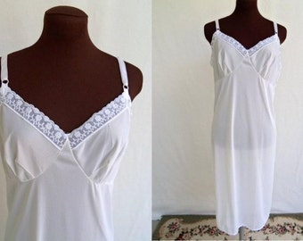 Vintage 70s Full Slip White with Embroidered Floral Trim Size 40 Mint