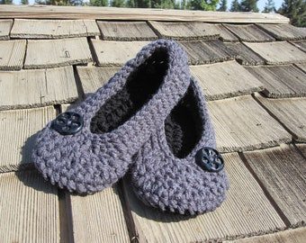 Crochet Slippers, Slippers, womens Crochet Slippers, Crochet Women Slippers, House Shoes, Oma Slippers...Gray and Black - Size 3-12