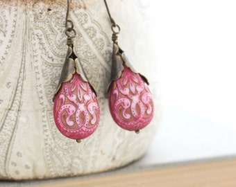 Pretty Drop Earrings Fuchsia Pink Earrings Teardrop Lightweight Dangle Earrings Vintage Gold Etched filigree Casual Daytime Earrings