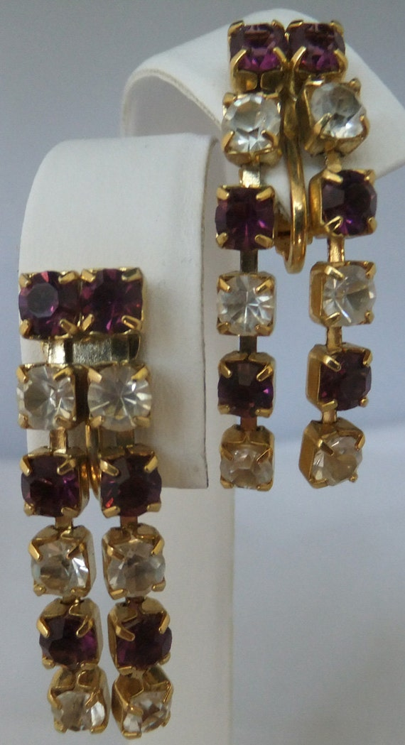 Vintage jewerly earring by Trifari in gold tone with purple and clear rhinestones clip back dangle earrings
