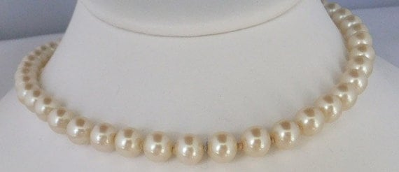 Vintage jewelry necklace in Ivory wedding pearls 24 inch necklace made in Japan pearl necklace