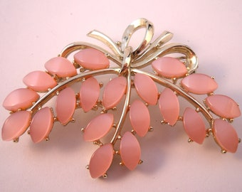 Vintage Coro fifties pink thermoset plastic flower brooch
