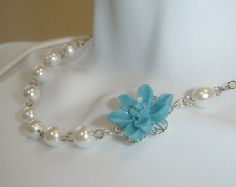 Flowers and Pearls Necklace