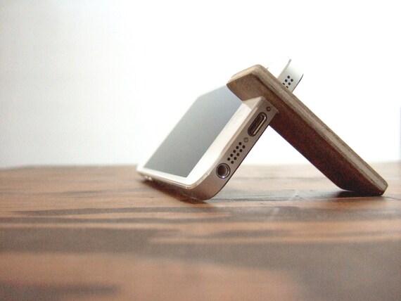 wood iPhone 7 PLUS / 6SE / 6S PLUS stand. walnut with felt lining.
