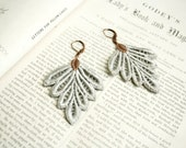 lace earrings -PHILLISE- soft grey