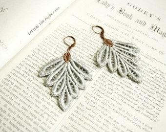 lace earrings -PHILLISE- soft grey