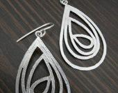 Fancy Oval Teardrop Silver Earrings - Rain drops