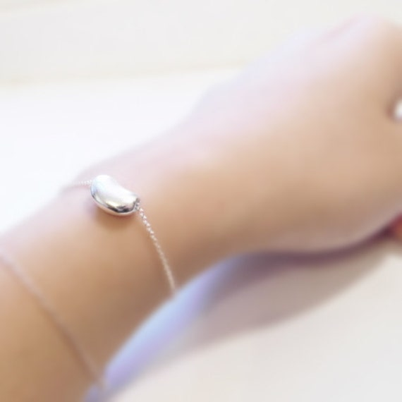 Beany love (bracelet) - Small sterling silver buffed bean charm