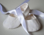 Heirloom silk and cotton baby shoes in white. Perfect for Christening, Baptism, Naming Day etc