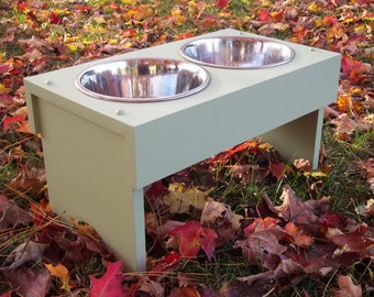 Raised dog bowl feeder