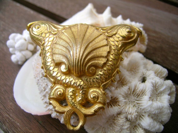 Miriam Haskell Oceanic theme brooch      VJSE
