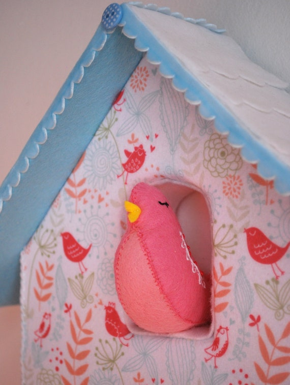 Pretty felt birdhouse clock