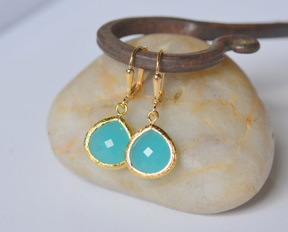 Simplicity Drop Earrings - Turquoise Faceted Glass Teardrop in Gold. Simple Gold Earrings.  Turquoise Fashion Earrings. Bridesmaid Earrings.