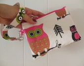 Owls Medium zipper wristlet purse-Pink Owls with two pockets.