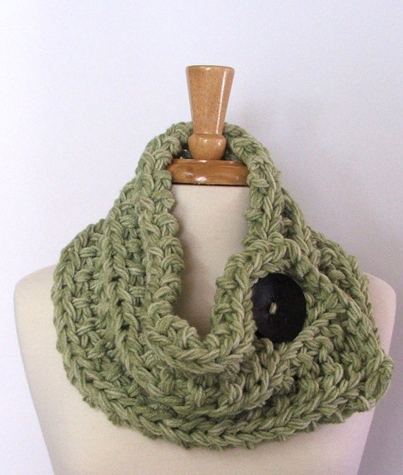 Chunky Knit Marbled Green Cowl Scarf with Large Black Button