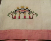 Lovely Vintage Embroidered Irish Linen Guest Hand Towel
