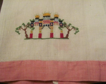 Lovely Vintage Embroidered Irish Linen Cotton Guest Hand Towel