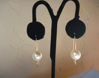 VINTAGE 1980's GOLD and PEARL Pierced Earrings