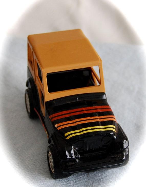 Avon Jeep Renegade Decantur  Trazarra Cologne for Men Vintage Collectible Decantur