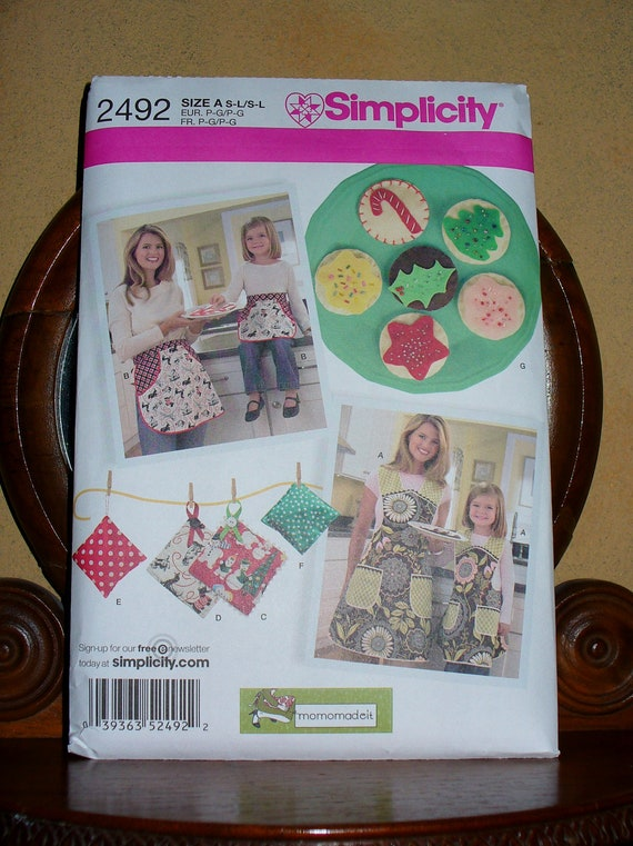 Simplicity 2492 Apron Pattern /Mother & Daughter