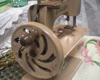Childs Mini Singer Sewing Machine
