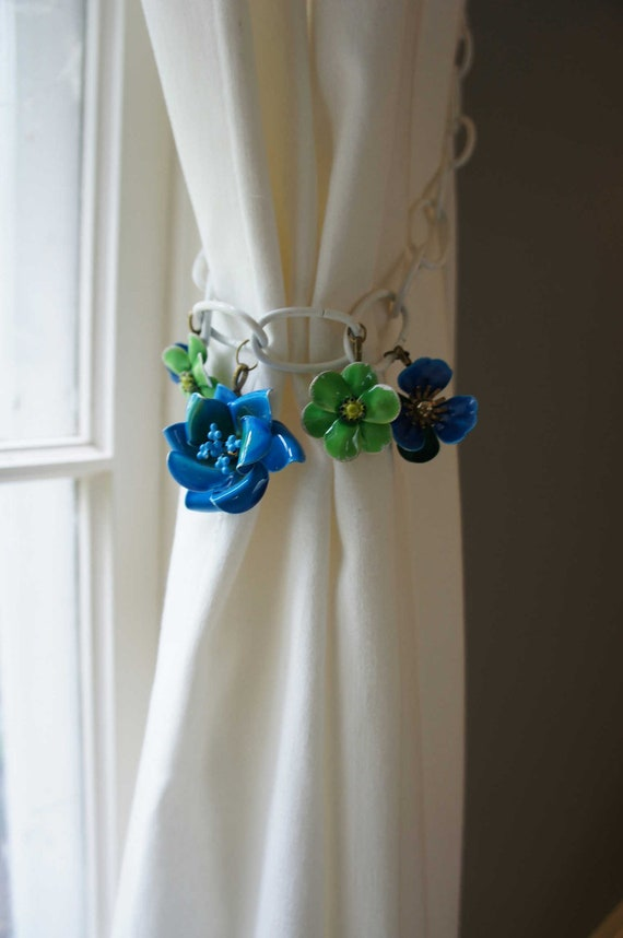 White Curtain Tie Back Blue Green Flowers Retro Mod Mid Century Decor Funky Beach House Resort