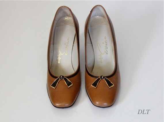 60s Shoes / 60s Pumps / 60s Slip Ons / Evins Shoes / Leather Pumps / Mad Men / Vintage Leather Shoes