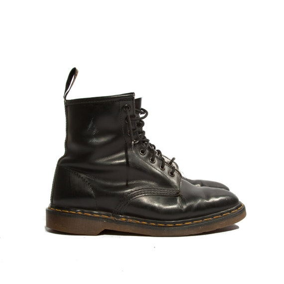 Men's Vintage Dr Marten 8 Eye Lace Up Ankle Boots in Black Leather for a Size 10 US or 9 UK