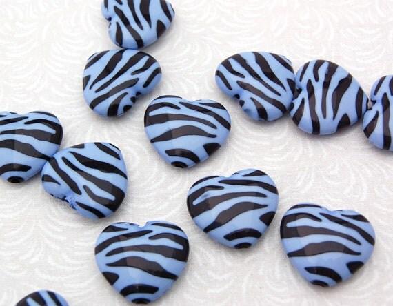 "12 Zebra Stripe Print Lucite HEARTS beads, Periwinkle Blue . 1"" x 1"" . bac0173"
