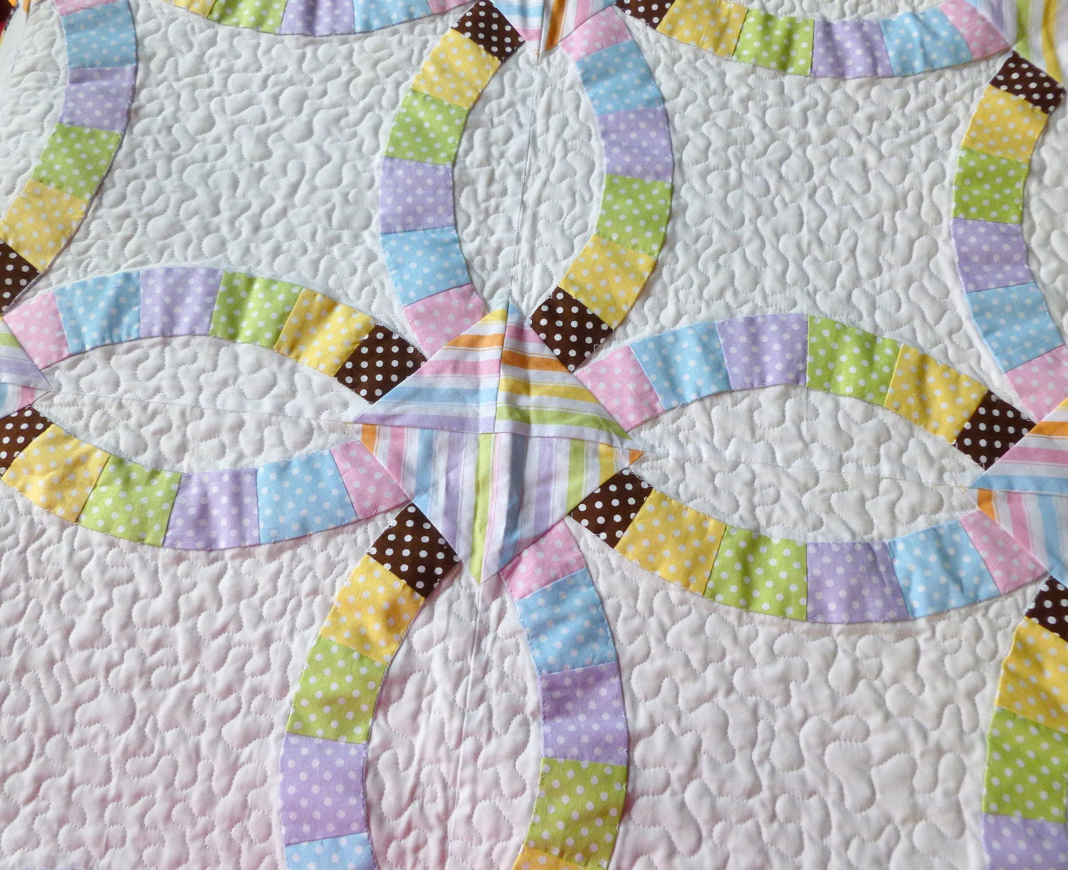 Double Wedding Ring Quilt In Pastels Of Yellow Pink Mint