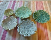 5 size, stackable plates - 5 colors, 5 Patterns