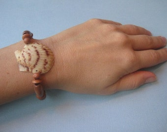 Atlantic Scallop Shell and Wooden Bead Bracelet