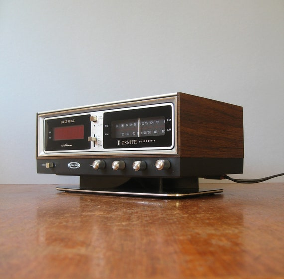 Vintage Clock Radio Zenith Circle Of Sound Reserved