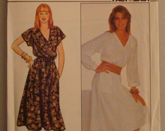 Vintage  Butterick Womens Sewing Pattern 4444 size  6-8-10   Uncut