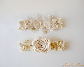 Rustic Wedding Lace Garter Set / Shappy Chic Beige Bridal Garter Set / Toss Lace Garter Heirloom and Pearls