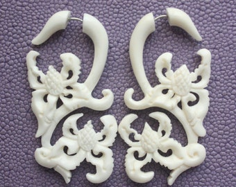 ANTARA - Fake Gauge Earrings - Hand Carved Natural White Bone - Tribal Flowers