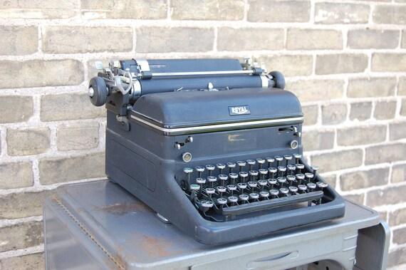 Vintage 1940s Royal Typewriter Magic Margin Touch Control Glass Keys