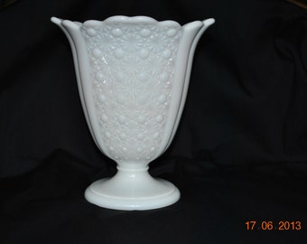 Vintage Fenton Milk Glass Daisy and Buttons Vase