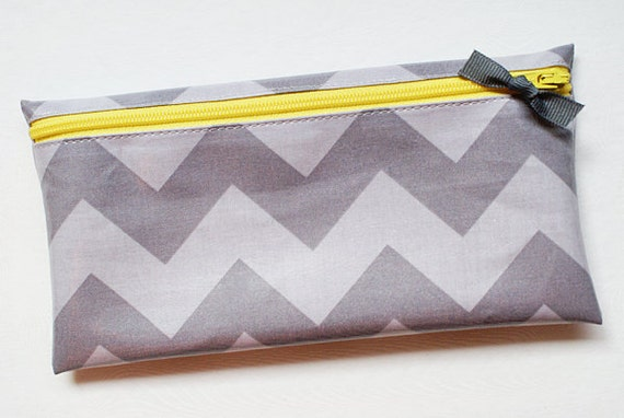Cash budget envelope system wallet with 6 tabbed dividers // gray tone on tone chevron with yellow zipper