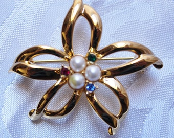 Vintage Star With Pearls and Rhinestones Brooch
